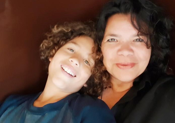 Gill Bollegraf met haar zoon Ro.