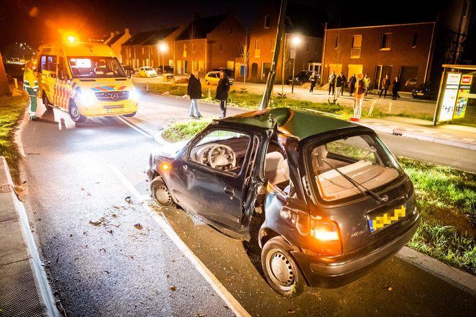 Flinke schade aan de auto na het ongeluk in Son.