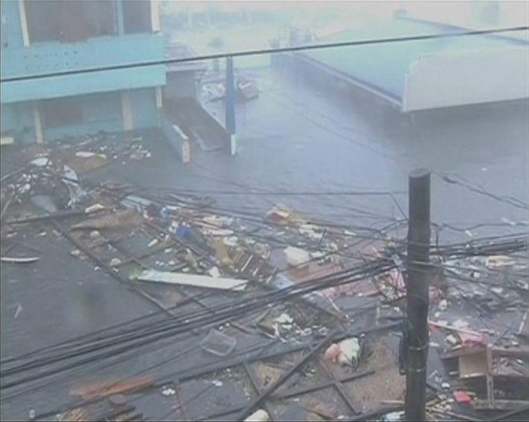 De stad Tacloban op een still van een video. Beeld reuters