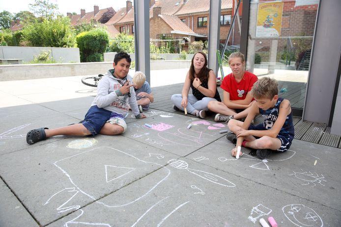 Kinderen kunnen ook deze zomer in verschillende straten buiten spelen.
