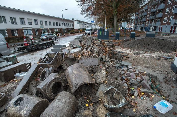 Het werk in het riool aan de Generaal Smutslaan in Tilburg werd eind november stilgelegd.