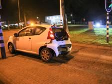 Automobilist botst op wagen voor verkeerslicht in Helmond