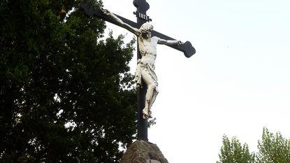 Staat kruisbeeld Kesterheide op omvallen?