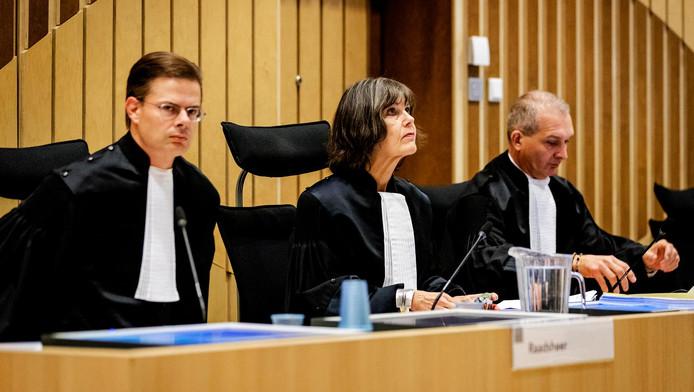 Raadsheer M.J.A. Plaisier, voorzitter H.S.G. Verhoeff en raadsheer S.M.M. Bordenga bij het bij aanvang van het hoger beroep in de zaak Ebetsu, de dubbele liquidatie in de Amsterdamse Staatsliedenbuurt eind 2012