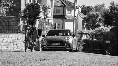 """Didier (54) fietste 450 kilometer en zette honderden gezinnen op foto tijdens lockdown: """"Familiefoto's zijn souvenir van een vreemde periode in ons leven"""""""