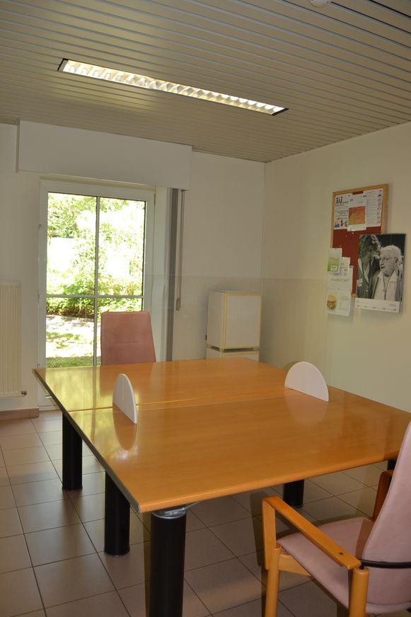 Een foto van de bezoekersruimte in 't Heuverveld.