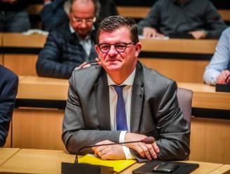 """Bart Tommelein roept op tot kalmte nu veel collega's om vaccins vragen: """"Burgemeesters zullen vaccinatiestrategie niet bepalen"""""""