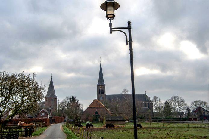 Misschien wel het mooiste straatje van Maas en Waal het Kerkpad in Horssen met rechts de Antonius Abtkerk die een nieuwe bestemming krijgt.