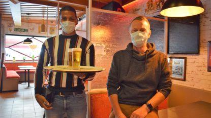 """Café Bristol vraagt klanten mondmasker te dragen bij verplaatsing van terras naar toilet: """"Omdat iedereen recht heeft op een veilig gevoel"""""""