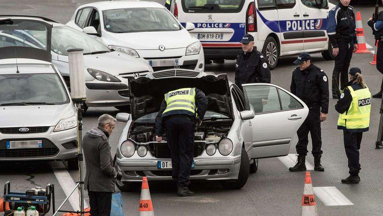 Beeld van een grenscontrole aan de Frans-Belgische grens.