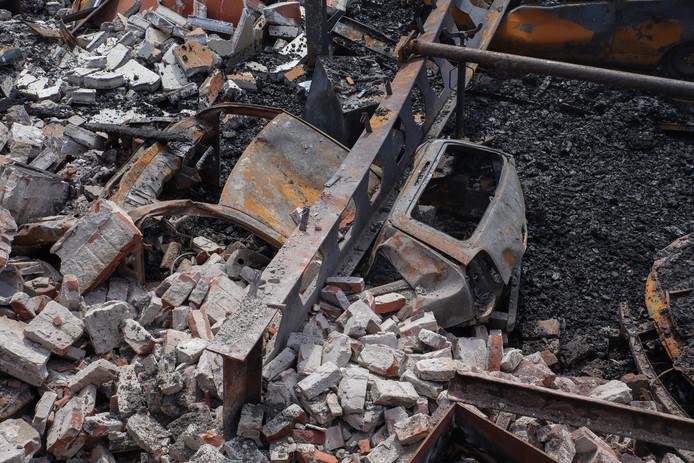 Van de Willem II garage, waar de brand ontstond, is niets over.