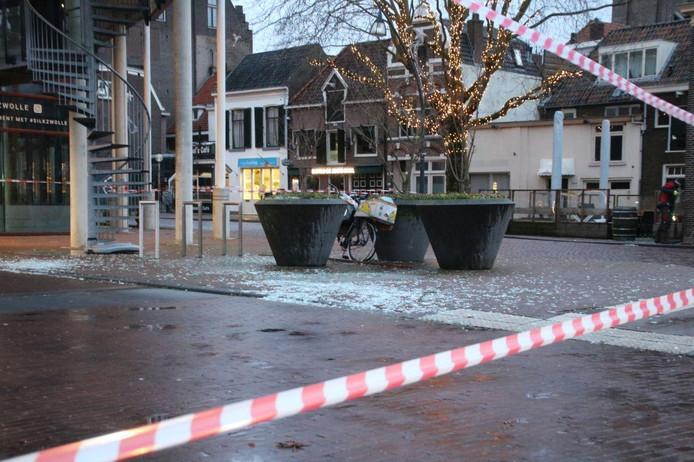 De ruiten van de parkeergarage Maagjesbolwerk in Zwolle zijn niet bestand tegen storm Ciara.