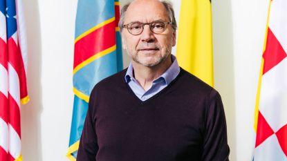 """Viroloog Peter Piot: """"Groepsimmuniteit is de oplossing, maar dit is de 21ste eeuw"""""""