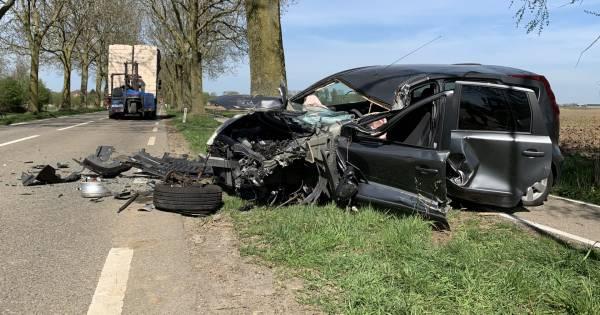 Automobilist ernstig gewond door botsing achterop vrachtwagen in Maren-Kessel.