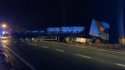 Kortrijksestraat uren versperd na botsing met truck
