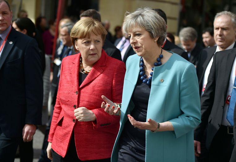 Angela Merkel in gesprek met Britse premier Theresa May, wellicht wordt het een van de laatste Europese tops waar het Verenigd Koninkrijk aanwezig was.