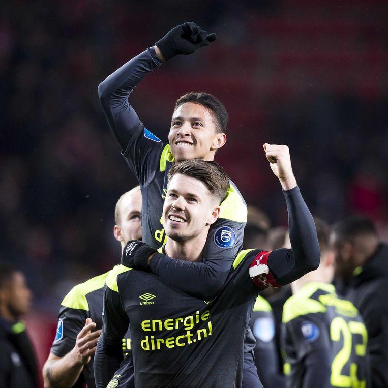 Marco van Ginkel (onder) en Junior Mauro vieren de overwinning van PSV Beeld ANP Pro Shots