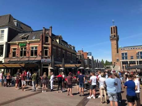 Twente terrassen stromen vol na heropening horeca: rijen in Hengelo en timelapse van Enschede