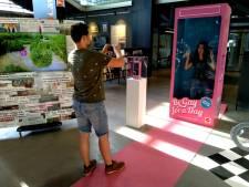 Roze soldaatjes nemen LocHal over: Roze Maandag viert successen met museum
