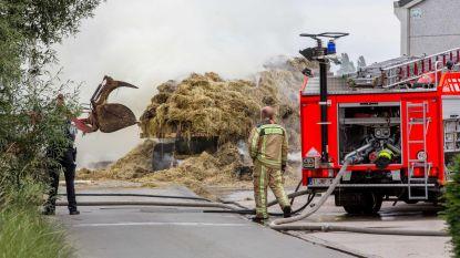 Balen stro gaan in vlammen op