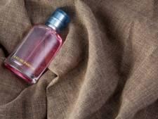 Twee dieven stelen parfum bij inbraak in Vriezenveense drogisterij