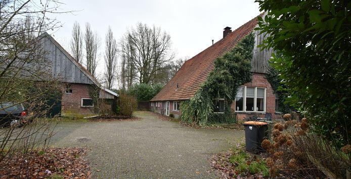 De veelbesproken leegstaande boerderij aan Dasstraat in Hengelo.