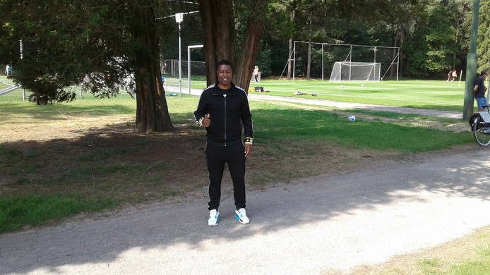 Edison Méndez is terug bij PSV, waar hij zijn zoon Mayer begeleidt. Hij loopt momenteel stage bij Jong PSV.