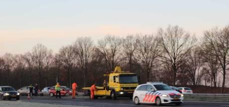 Files op A28 rond Nijkerk door ongeluk, kijkers en ijsvorming