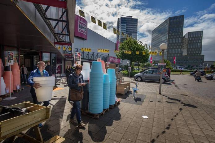 De Zwolse woonboulevard is nog steeds in trek, bleek tweede pinksterdag. Foto Freddy Schinkel