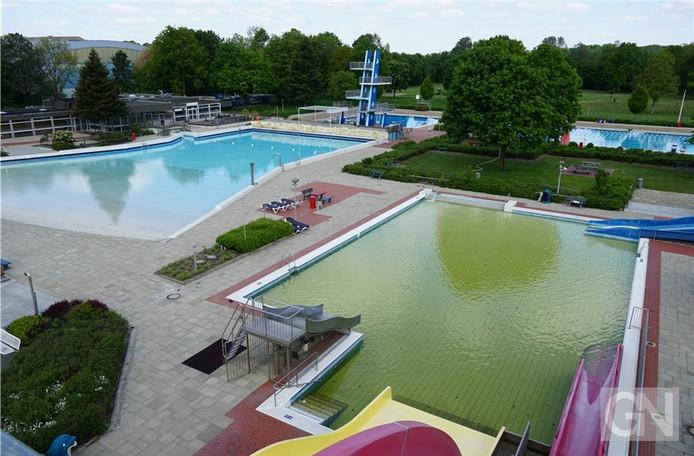De zwembaden zijn de afgelopen weken gereinigd en weer gevuld met water