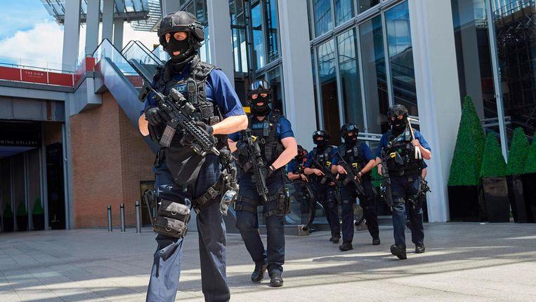 Gewapende agenten na de aanslag in Londen. Beeld afp