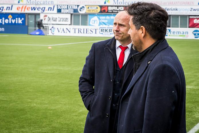 Robbemond checkt samen met Dogan Corneille het stadion van PEC Zwolle, waar Willem II zich even later definitief zou handhaven.