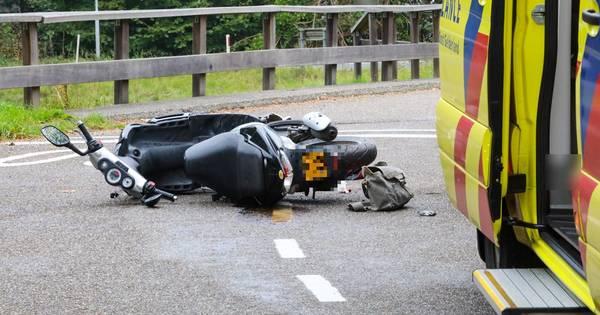 Scooterrijdster gewond bij aanrijding Veldweg Klarenbeek.