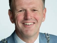Burgemeester Van der Kamp krabbelt op na ziekte: 'Corona is bepaald geen griepje'