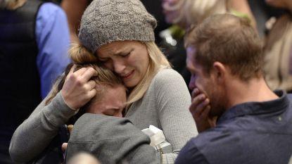 Emotioneel weerzien: slachtoffers knuffelen familie na shooting in bar Californië