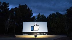 Kinderporno, moorden en dierenmishandeling: ex-moderatoren klagen Facebook aan voor trauma