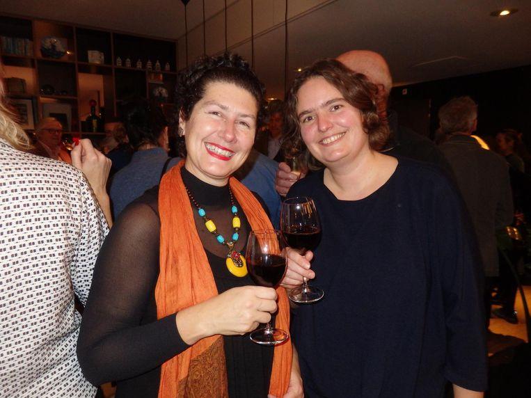 Rotterdamse kunstenaars Wilma Kun en Astrid de Pauw: 'Het laat maar weer zien dat Rotterdammers makkelijker naar Amsterdam komen dan andersom' Beeld Schuim