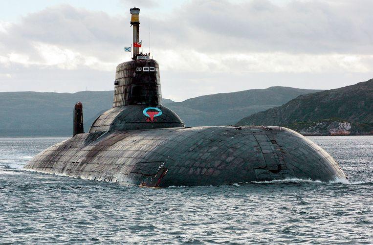 Een van de grootste nucleaire duikboten van Rusland, tijdens een oefening in de Barentszzee.