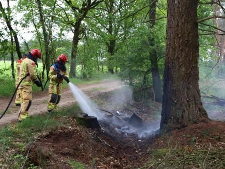Afval in brand in droge sloot buitengebied Sint-Oedenrode