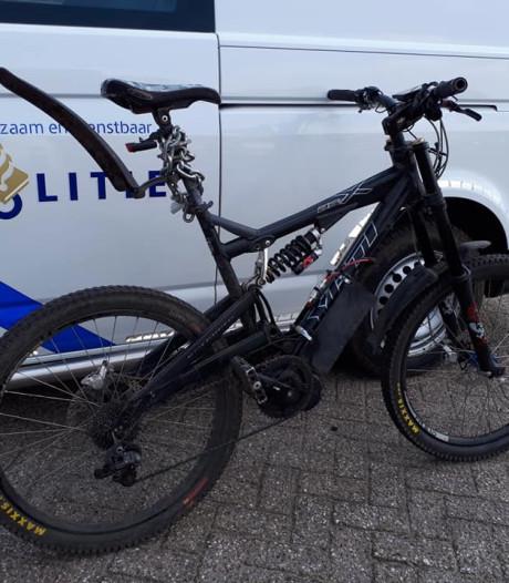 Politie haalt razendsnelle, zelfgebouwde 'e-bike' van de weg: 'Reed 50 per uur'