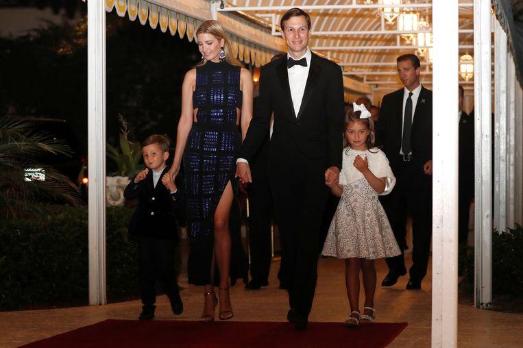 Ivanka Trump en echtgenoot Jared Kushner met hun kinderen Joseph en Arabella.
