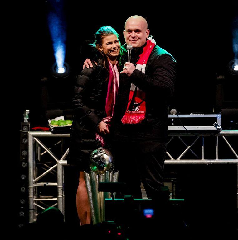 Michael van Gerwen met zijn vrouw Daphne Govers. Beeld anp