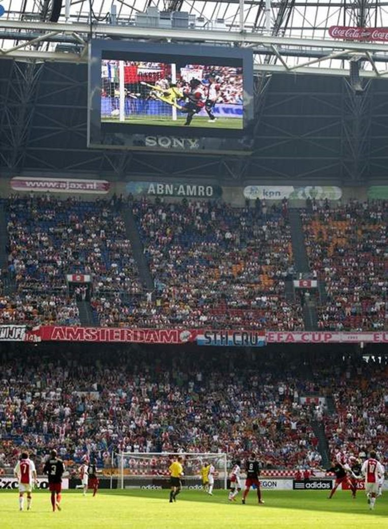 In de Arena werden vorig seizoen tijdens de wedstrijd van Ajax tegen Excelsior beelden van juichende Feyenoordspelers in het duel met PSV getoond. Beeld