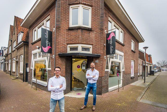 Ruthless Hairstyling opent een vestiging in Borne aan de Grotestraat. Stylist Ray Huffenreuter en rechts Umut Uyar.