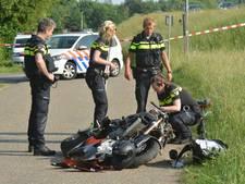 Motorrijder raakt met hoge snelheid van dijk af bij Olst