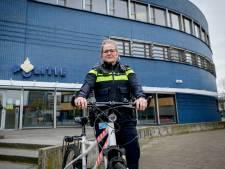 Wijkagente Lianne (29) uit Vroomshoop geeft al weken 'coronaopvoeding'