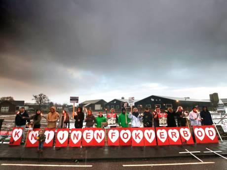 Opnieuw protest tegen konijnenfokkerij in Leerbroek