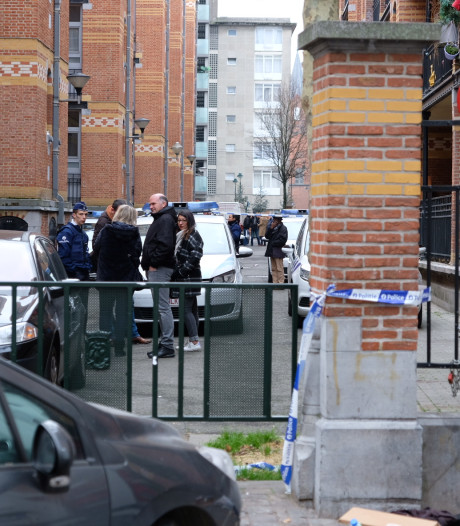 Agent schiet in Brussel man dood die hem aanviel met een zwaard