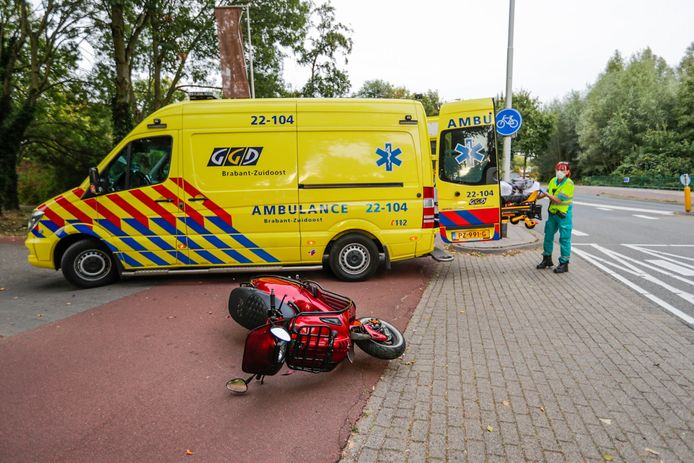 Scooterrijder gewond bij aanrijding in Eindhoven.