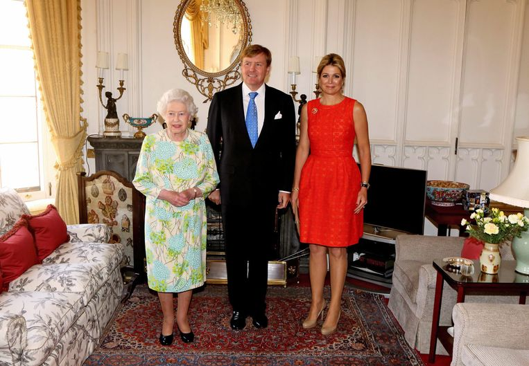 Koning Willem-Alexander en koningin Máxima tijdens een kennismakingsbezoek in 2013 aan koningin Elizabeth in Windsor Castle. Dit gold niet als een officieel staatsbezoek. Beeld EPA
